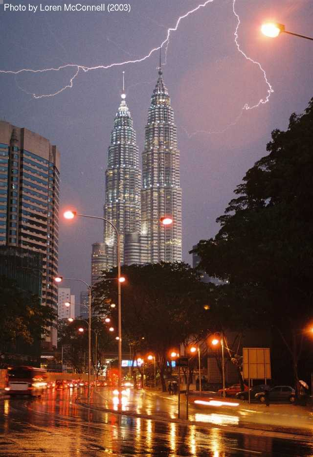 Petronas Towers struck by lightning
